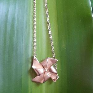 Gold tone Pinwheel necklace